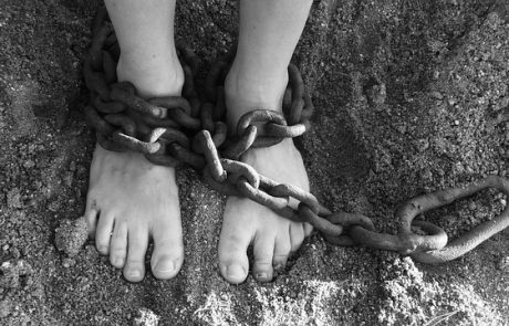 חמישה עצורים בחשד להברחת נשים וסחר בבני אדם