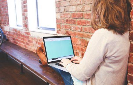 מעל 20,000 מחשבים ניידים וכ-6,000 אייפדים חולקו למורות, מורים וגננות תרומת קרן אתנה